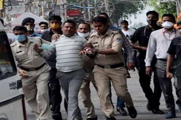 पुलिस हिरासत में विकास दुबे