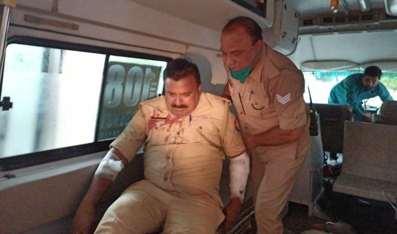 एनकाउंटर में घायल पुलिसकर्मी