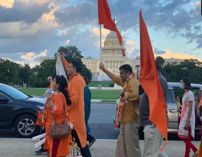 अमेरिका में खुशी से झूमते भारतीय