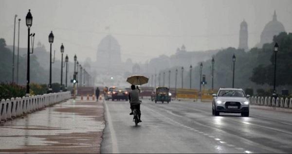दिल्ली में हुई बारिश (फाइल फोटो)