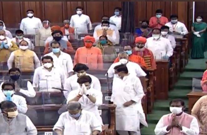 संसद में पहले दिन दिवंगत राष्ट्रपति प्रणव मुखर्जी समेत कई नेताओं को दी गयी श्रद्धांजलि