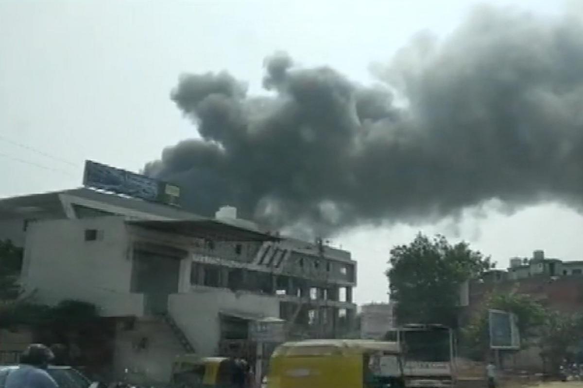 आग में इमारत का एक हिस्सा गिरने से हुई मौतें