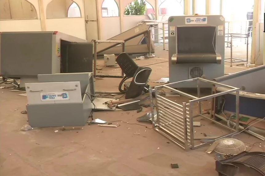 लाल किले के अंदर पुलिस बूथ में उपद्रवियों ने की जमकर तोड़फोड़