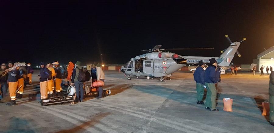 राहत और बचाव के लिये एयर फोर्स का Mi-17 & ALH हैलीकॉप्टर देहरादून से पहुंचा जोशीमठ