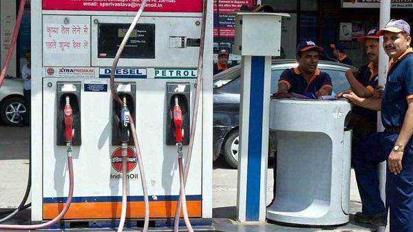 पेट्रोल-डीजल के दामों में इजाफा (फाइल फोटो)