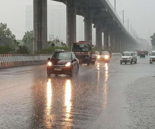 आज कई जगहों पर हो सकती है बारिश (फाइल फोटो)