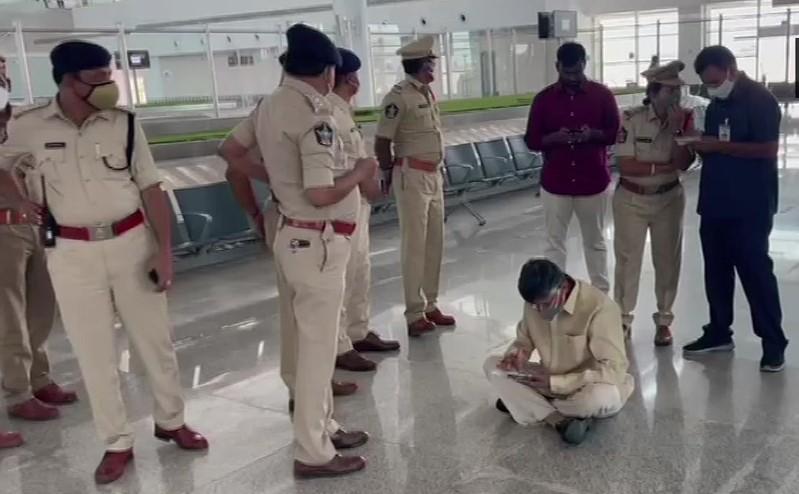तिरूपति एयरपोर्ट पर पुलिस हिरासत में चंद्रबाबू नायडू
