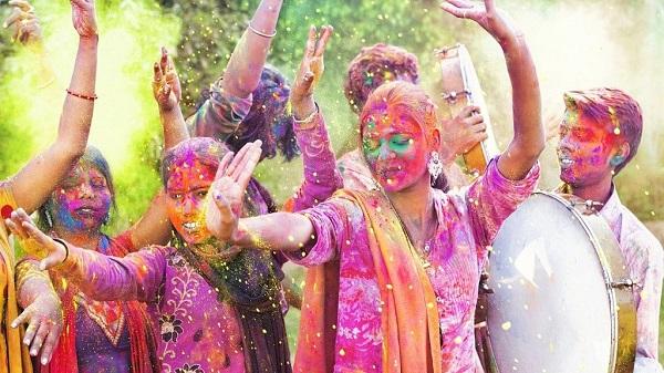 रंगों के त्योहार होली से जुड़ी जरूरी टिप्स (फाइल फोटो)