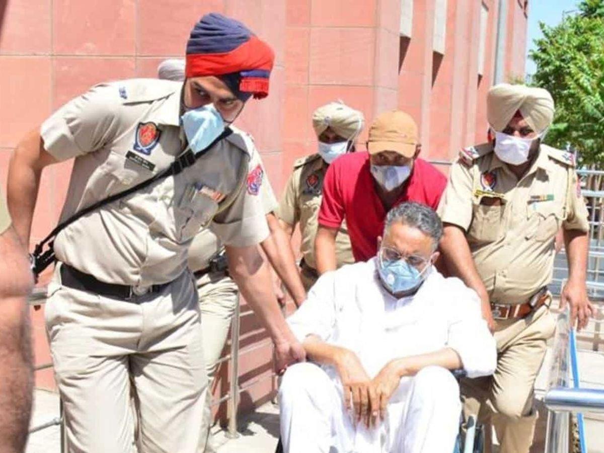 पंजाब पुलिस ने आज सुबह मुख्तार को यूपी पुलिस के हवाले किया