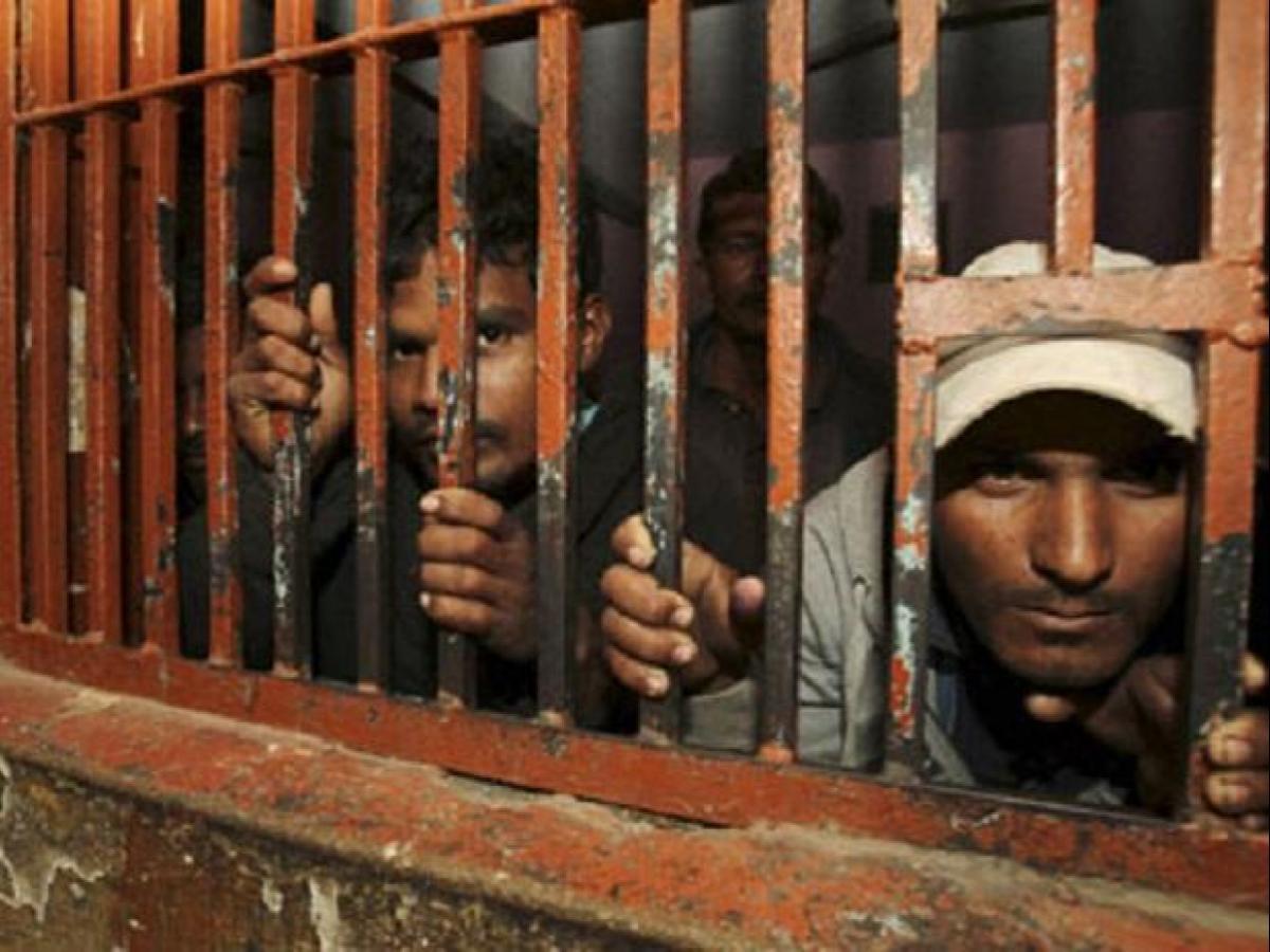 जेल के बाहर खड़ी स्कार्पियों में बैठ फरार हुए कैदी (फाइल फोटो)
