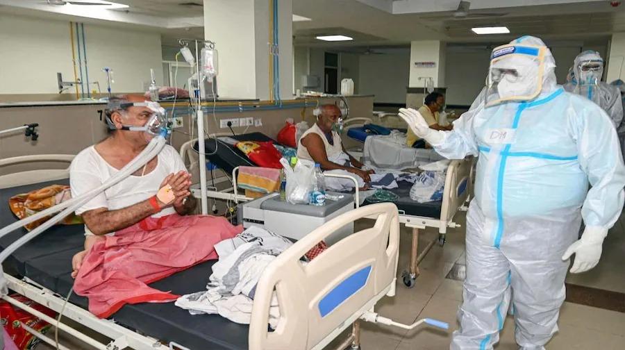 कोरोना संक्रमितों से अस्पताल भी खचाखच (फाइल फोटो)