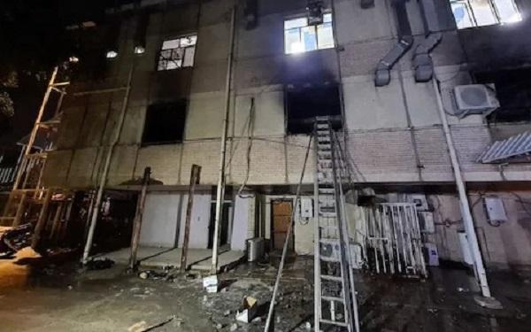 ऑक्सिजन सिंलेंडर में विस्फोट से अस्पताल में लगी आग