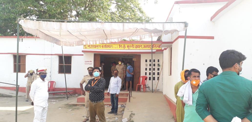 पुलिस की कार्रवाई के बाद मतदान जारी