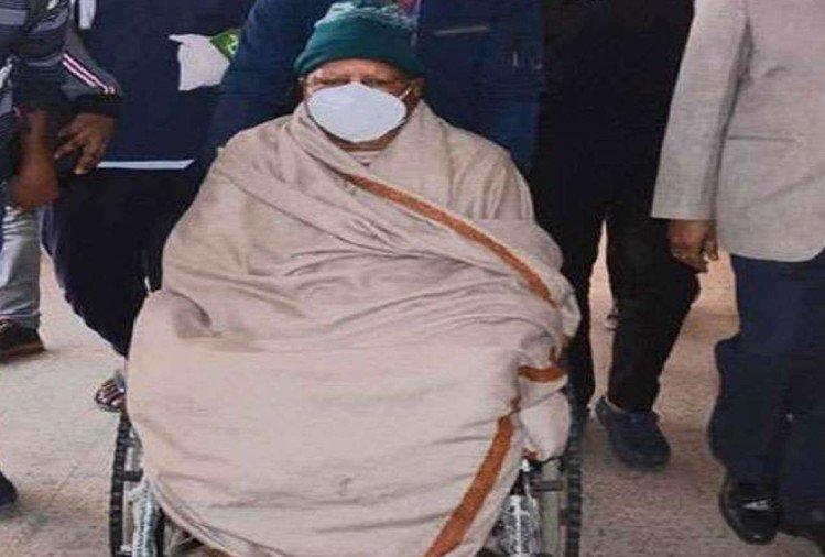 इलाज के लिये दिल्ली एम्स में भर्ती थे लालू यादव (फाइल फोटो)