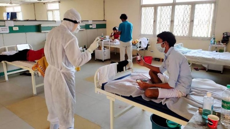 अस्पतालों में लगातार बढ़ रही कोरोना मरीजों की संख्या