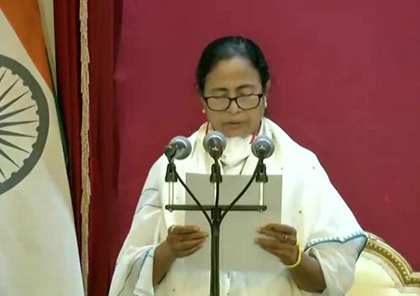 ममता बनर्जी ने ली सीएम पद की शपथ