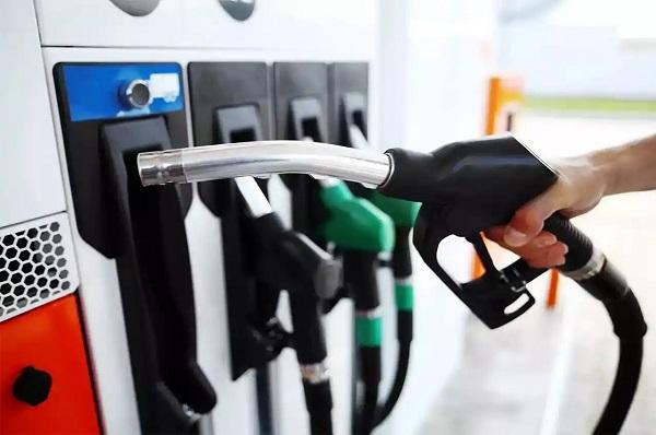 पेट्रोल, डीजल के दामों में बढ़ोतरी (फाइल फोटो)