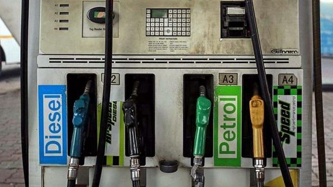 पेट्रोल और डीजल की कीमतें  फिर बढ़ी (फाइल फोटो)