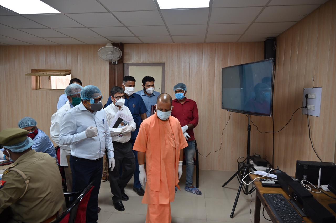 अयोध्या में निरीक्षण के दौरान सीएम योगी