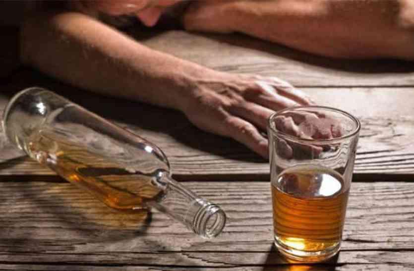 सरकार के सख्त प्रयासों के बाद भी अवैध शराब का धंधा जोरों पर (फाइल फोटो)