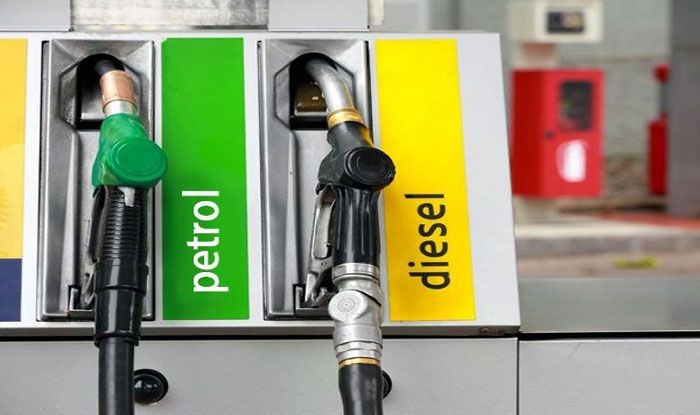 पेट्रोल-डीजल के दाम बढ़ें (फाइल फोटो)