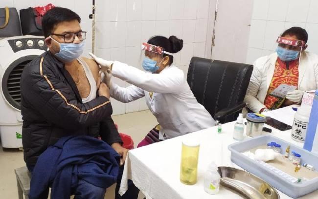 राज्य में वैक्सीनेशन अभियान में तेजी लाने में जुटी सरकार (फाइल फोटो)
