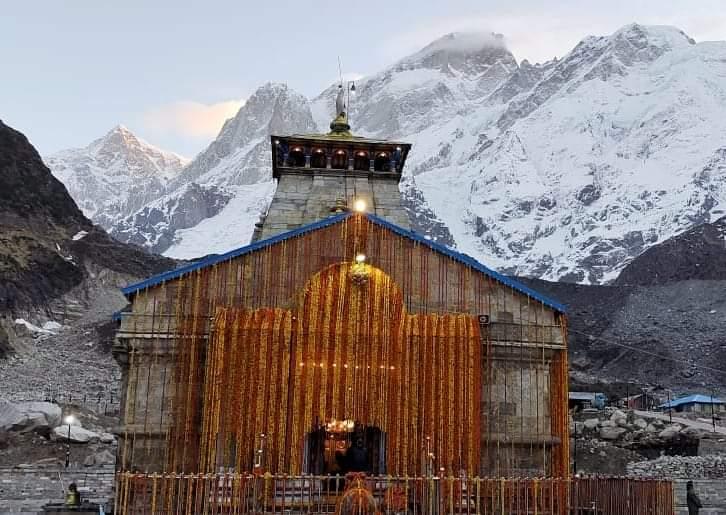 11 कुंतल फूलों से सजाया गया केदारनाथ मंदिर