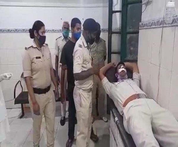 बिहार में पुलिस को लोगों ने पीटा