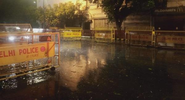 दिल्ली में देर रात हुई बारिश