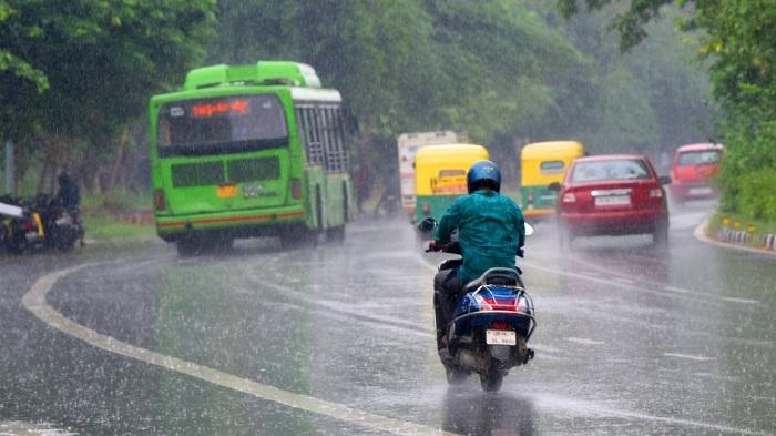 दिल्ली में शुक्रवार शाम को बारिश ने दिलाई गर्मी से राहत