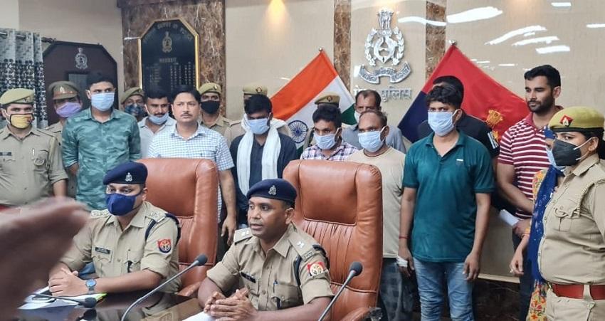 पुलिस की गिरफ्त में हत्यारोपी