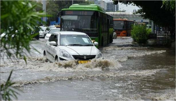 दिल्ली में जमकर हुई बारिश
