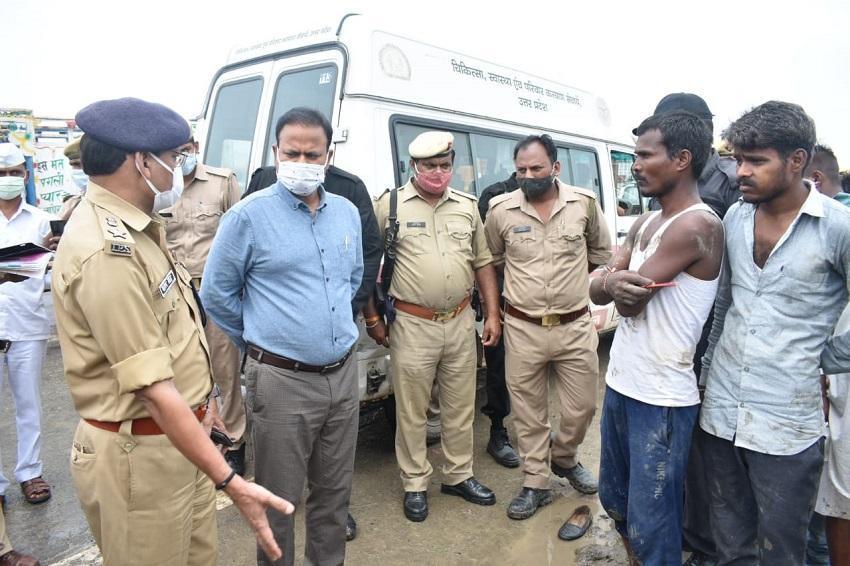मौके पर राहत और बचाव के लिये पहुंची पुलिस टीम