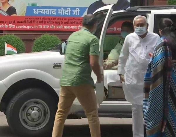 जातिगत जनगणना को लेकर पीएम मोदी से मिले नीतीश कुमार व अन्य नेता