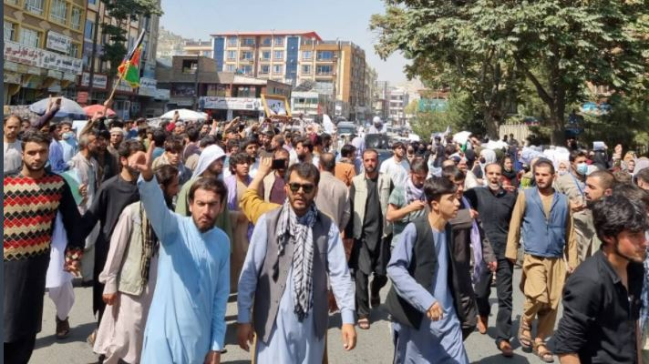 अफगान नागरिकों का उग्र प्रदर्शन