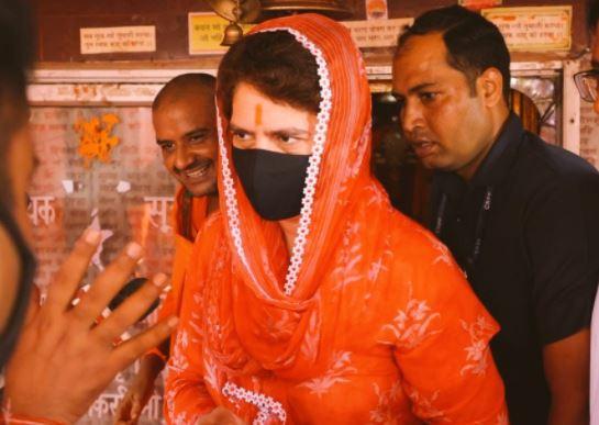 रायबरेली दौरे के दौरान कल हनुमान मंदिर गईं थीं प्रियंका गांधी