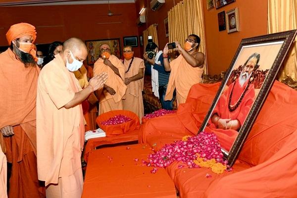 अखिल भारतीय अखाड़ा परिषद के अध्यक्ष महंत नरेंद्र गिरि को सीएम योगी ने दी श्रद्धांजलि