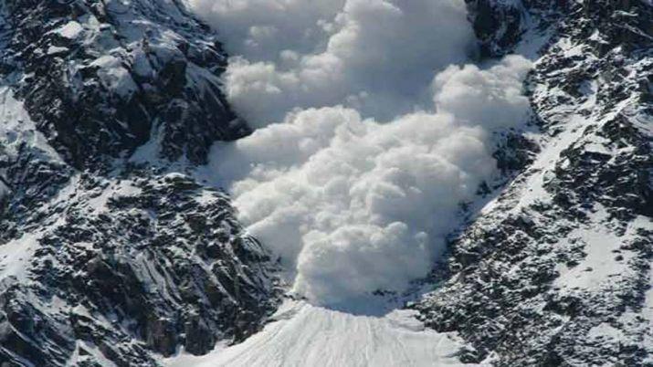 नौसेना का पर्वतारोही दल आया हिमस्लखन की चपेट में