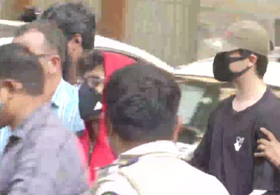 पूछताछ के बाद आर्यन को किया गया गिरफ्तार